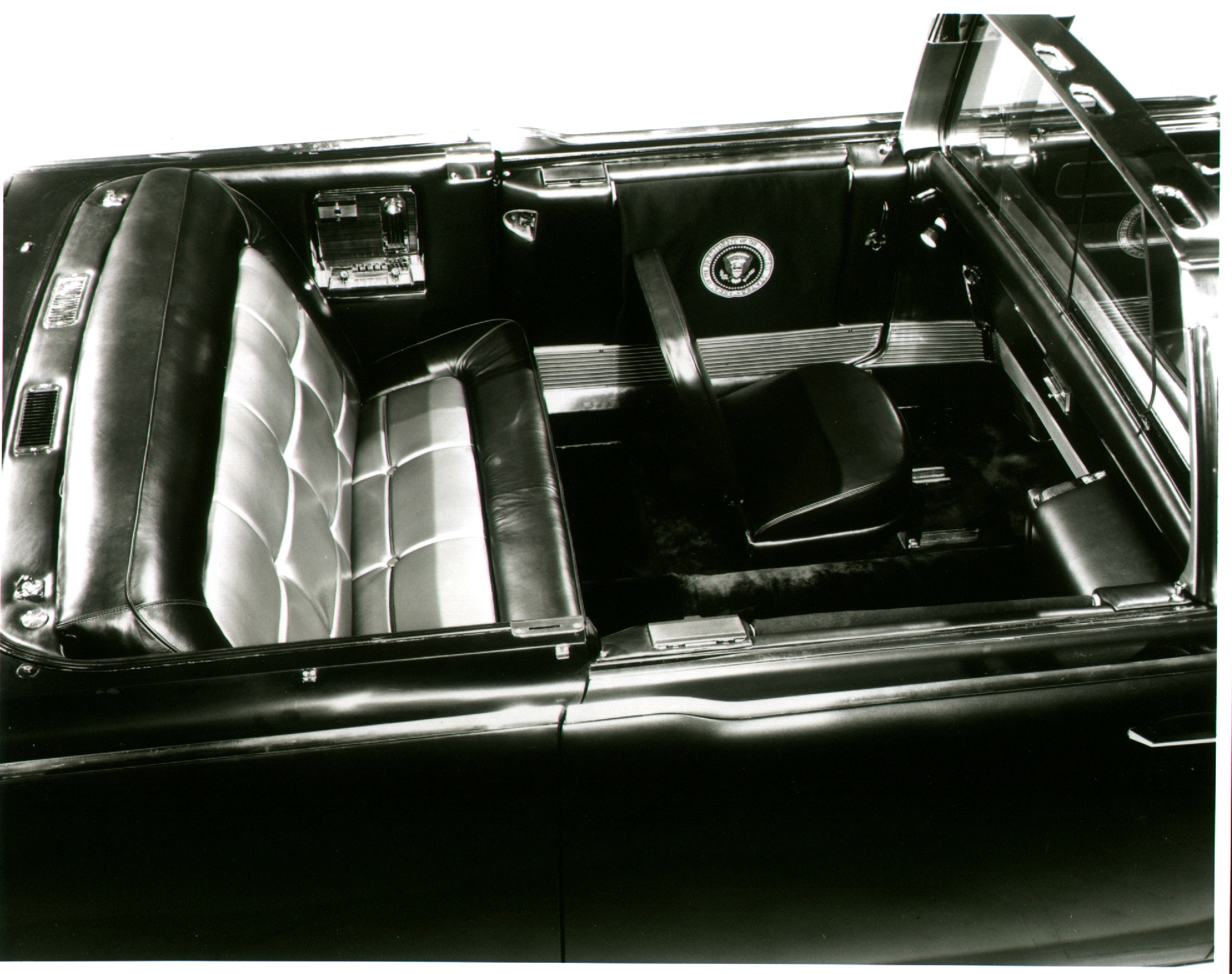 jfk assassination presidential limousine ss100x the privacy window